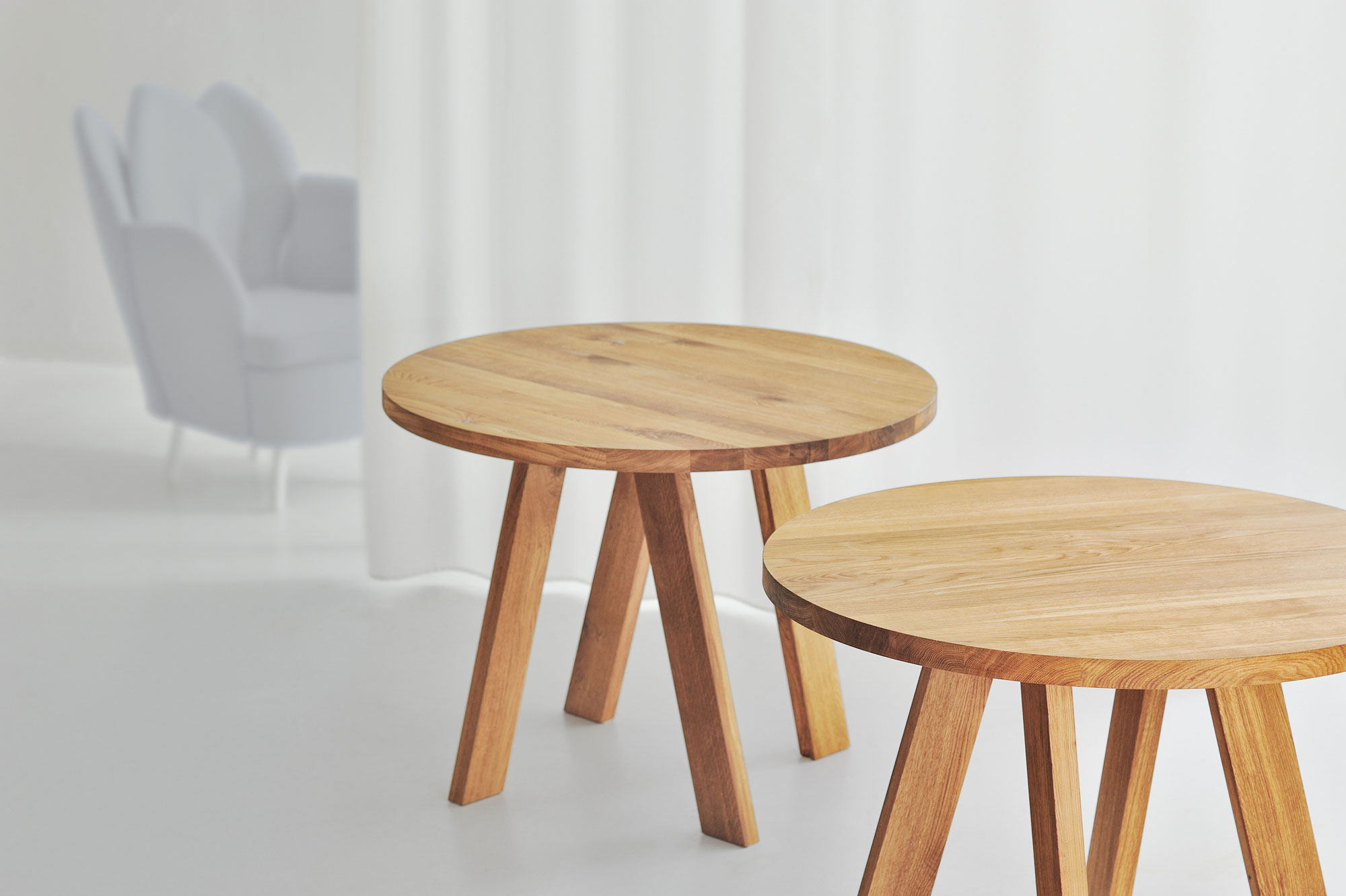 Designer table Round ZIRKEL 3598B custom made in solid wood by vitamin design