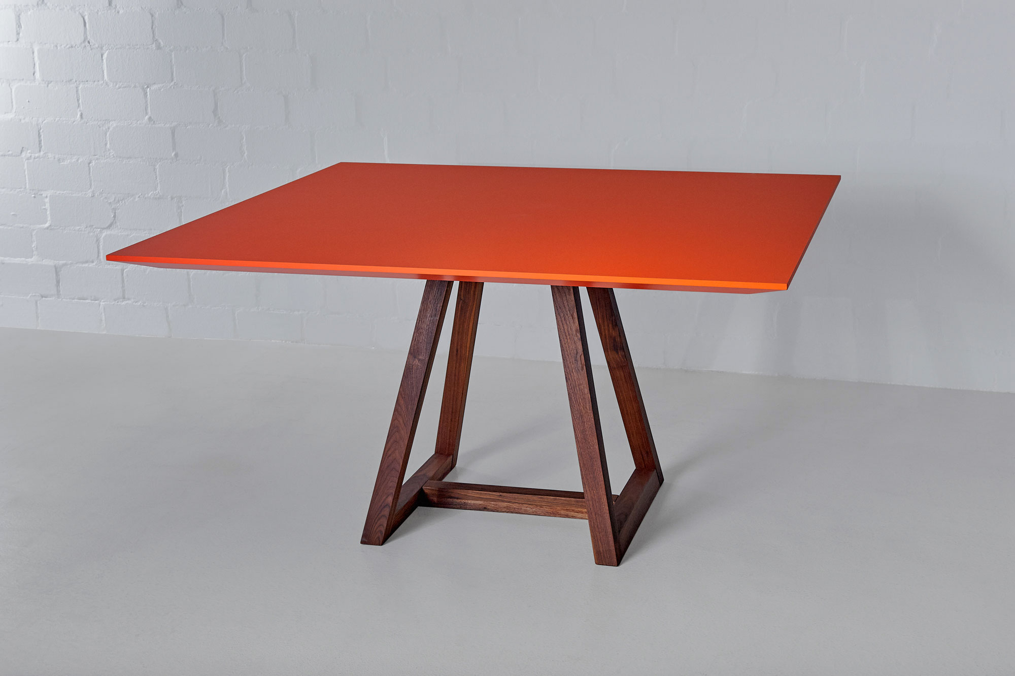 Linoleum table MARGO SQUARE LINO Edited custom made in solid wood by vitamin design